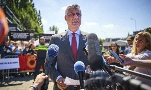 Hašim Tači stigao u Hag. Podrška Albanaca ispred suda. Srba nema da protestuju