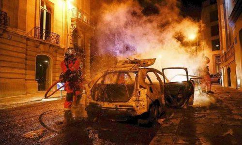 (VIDEO)Pariz: Pljačke, zapaljeni automobili, sukobi sa policijom…nemirna noć posle finala