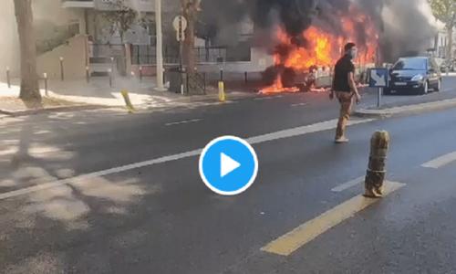 (VIDEO)Pariz: Zapalio se gradski autobus