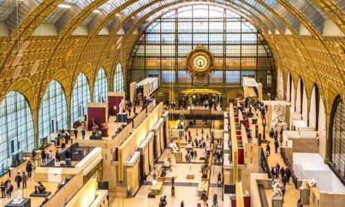 (FOTO)Francuska: Nije joj dozvoljen ulaz u muzej zbog dekoltea