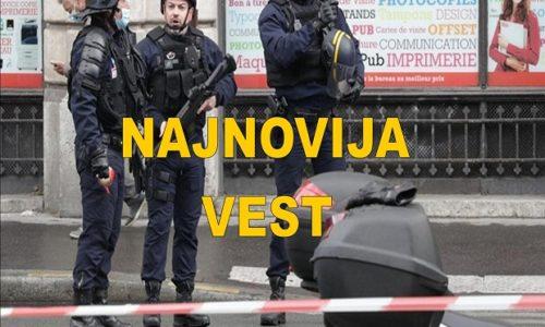 """PARIZ: NAPAD MAČETOM NA ULICI PORED """"ŠARLI EBDO"""". POLICIJA BLOKIRALA KVART"""