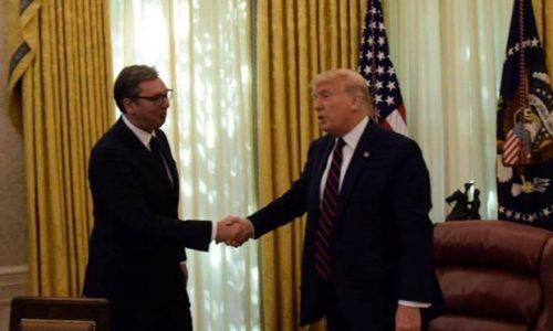 Trump a félicité Vucic et il lui a offert les clés de la Maison Blanche en cadeau