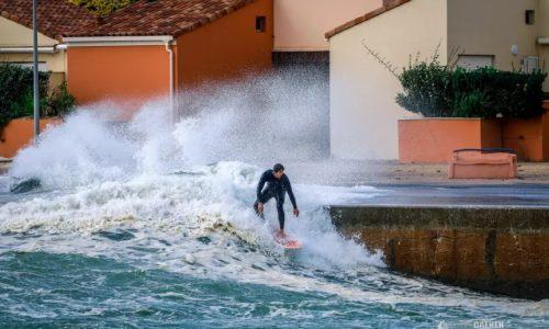 (VIDEO)Francuska: Oluja nosi sve pred sobom a oni hrabro surfuju