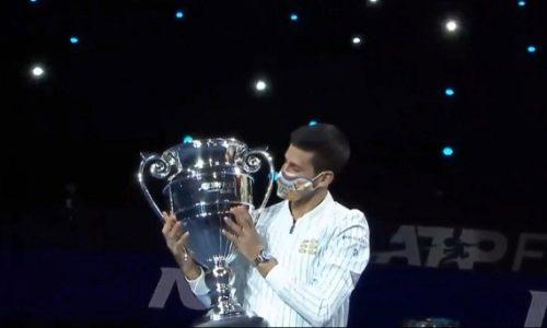 (VIDEO)Djokovic a reçu la coupe du meilleur joueur de tennis à la fin de l'année pour la sixième fois