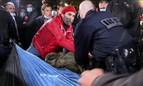(VIDEO) Migranti sinoć u centru Pariza postavili šatore. Policija primenila silu