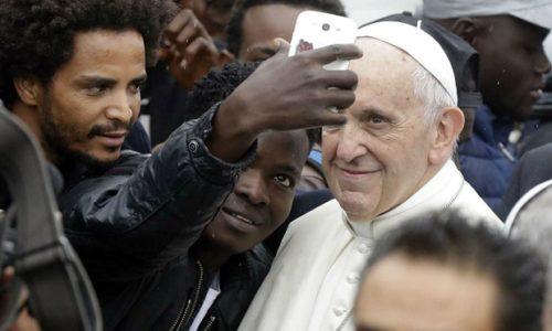 """Rimski papa Franja: """"Neprihvatljivo je obeshrabriti imigraciju (…) Migracija nije pretnja Hrišćanstvu""""."""