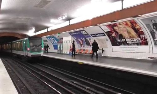 (VIDEO)Pariz: U metro sa mačetom. Reagovala policija