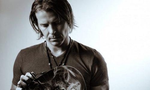 (VIDÉO) Un Serbe élu le meilleur guitariste du monde en 2020.