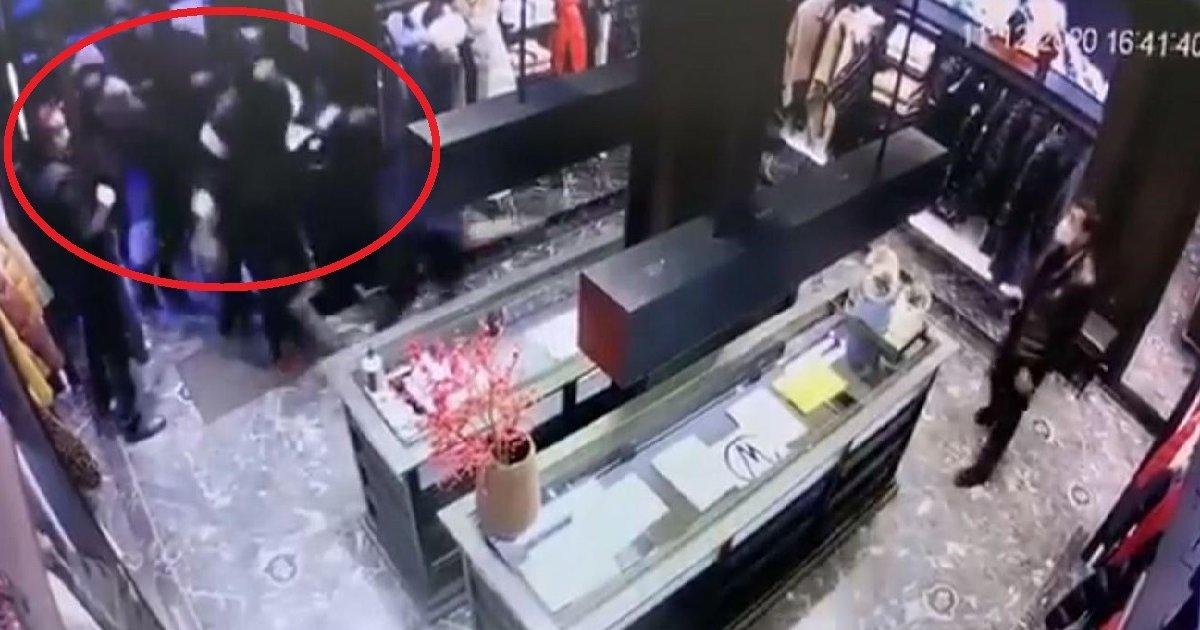 (VIDEO)Pariz: Spektakularna pljačka butika u sred bela dana. Obezbeđenje gleda i ne reaguje