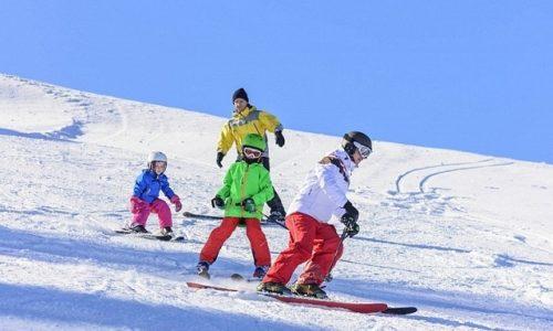 """Makron želi """"restriktivne i odvraćajuće mere"""" za Francuze koji žele da skijaju za Božić u inostranstvu"""