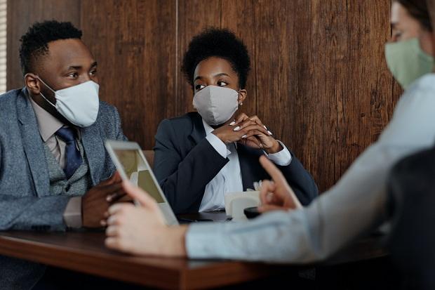 Francuski ministar zdravlja preporučio da se ne nose više maske od tkanine…